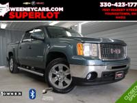 4WD, HEATED LEATHER SEATS, SUNROOF, SUPER LOW MILES,