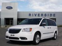 Bright White Clearcoat 2015 Chrysler Town & Country