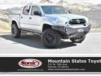 Come see this 2015 Toyota Tacoma 4WD Double Cab V6 AT