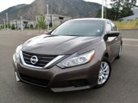 Introducing the 2016 Nissan Altima! This car stands out