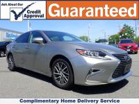 As vibrant as it is luxurious, this 2017 Lexus ES 350