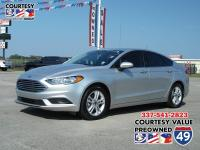 Come see this 2018 Ford Fusion SE. Its Automatic