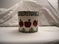 Utensil Crock w/ Apple Design Cream/Off White w/ Green