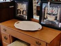 Nice vanity with mirror in excellent condition $150