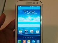 White Galaxy S3. Phone carrier is Verizon Wireless. If