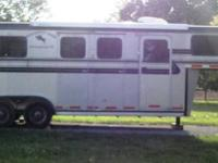 We have for sale: a 04 Hawk trailer 2 horse Straight
