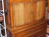Very nice large chest of drawers, all wood in good to