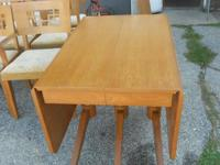VERY NICE Table With 6 Chairs 3 Leafs $250 Chairs are