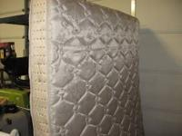 Posture Bond King Mattress in EXCELLENT SHAPE. No