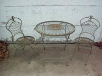 Old-fashioned, Bistro Set. Very heavy/sturdy iron.
