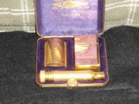 VINTAGE 1922 GILLETTE GOLD TUCKAWAY SAFETY RAZOR