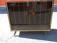 Up for sale is a Vintage 1950's Grundig Majestic