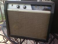 Vintage 70s CRESTONE guitar amplifier. Made in Japan.