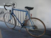 I'm offering a vintage 1980s Raleigh Rapide roadway