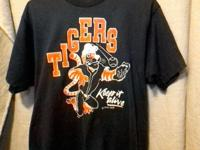 Today we have for you a Vintage 1990s Detroit Tigers