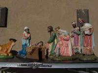ABSOLUTELY BEAUTIFULL 9 PIECE VINTAGE NATIVITY SET !!!
