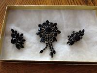 Beautiful Vintage Black Onyx Broach Pin & Clip Earrings