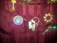 Here are a few vintage brooches that I have been