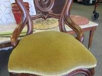 Herer we have 2 nice chairs. The vintage with yellow