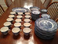Discontinued Pattern 15 Dinner Plates (Independence