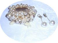 I have for sale a faux pearl set of clip on Dangly