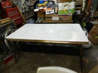 THIS TABLE WAS BUILT BY THE THE HOWELL COMPANY OF SAINT