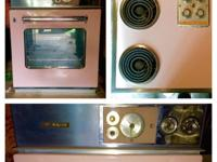 Beautiful condition. Matching cooktop and oven. Very