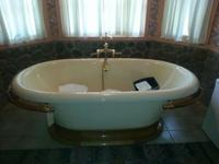 Kohler k700 cast iron vintage tub. Excellent condition.
