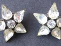 Matching pair of vintage pins in the shape of a star,