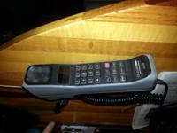 Vintage Motorola car phone model SLN2985A with auto