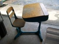 This is a school desk (Norman Bel Geddes) Style. It