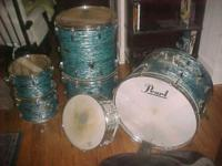im selling a vintage pearl blue oyster drum set in