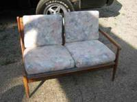 tHIS IS PERFECT FOR YOUR RETRO FURNISHED AREA. HAS
