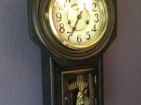 NICE VINTAGE WIND UP WALL CLOCK IN GREAT CONDITION AND