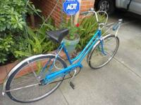 Hello im sell this vintage 3 speed schwinn bicycle it's