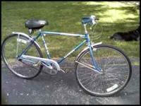 1970'S Schwinn Collegiate. Beautiful blue color., all