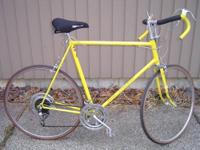 THIS IS A 1973 VINTAGE MENS SCHWINN SUPER SPORT BIKE IN