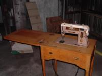Very nice vintage Singer 401a Sewing Machine with