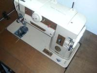 Hi selling nice vintage singer sewing machine and