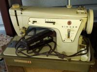 Vintage Singer zigzag Sewing Machine - Suit Case Style