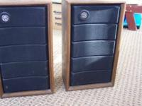 This pair of vintage sound design 2 way speakers system