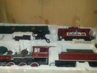 Vintage train set for sale, looks to be in good shape,