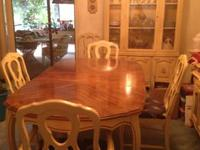 Vintage diningroom set includes 5 ft. table and