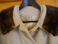 VINTAGE WOOL JACKET WITH BROWN FAUX FUR COLLAR. LINING
