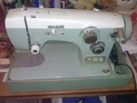 Vintage Electric Zig-Zag De Luxe Sewing Machine with