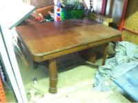 Vintage kitchen table in pretty good shape ,,, very
