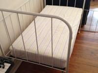 Stunning Simmons brand vintage metal child crib frame