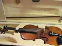 This is a 4/4 (full sized) violin, which comes with a