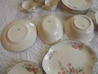 Very nice 29 piece set includes: 6 ccups&saucers,5