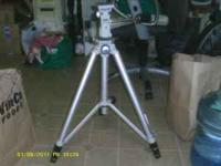 Vivitar professional series tripod with level. this is